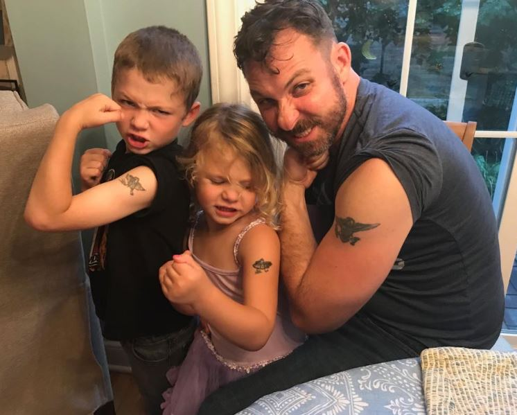 Jason Narvy with his kids